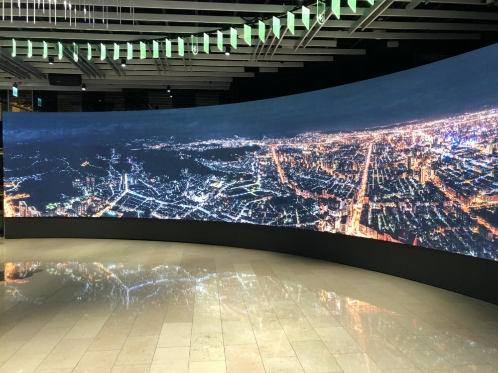 台北101大樓-5樓P3室內LED圓弧形電視牆+動態球燈