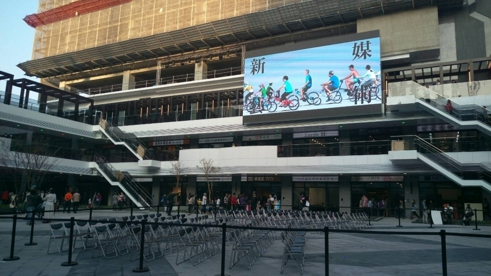 臺中軟體園區Dali Art藝術廣場-P10戶外LED電視牆